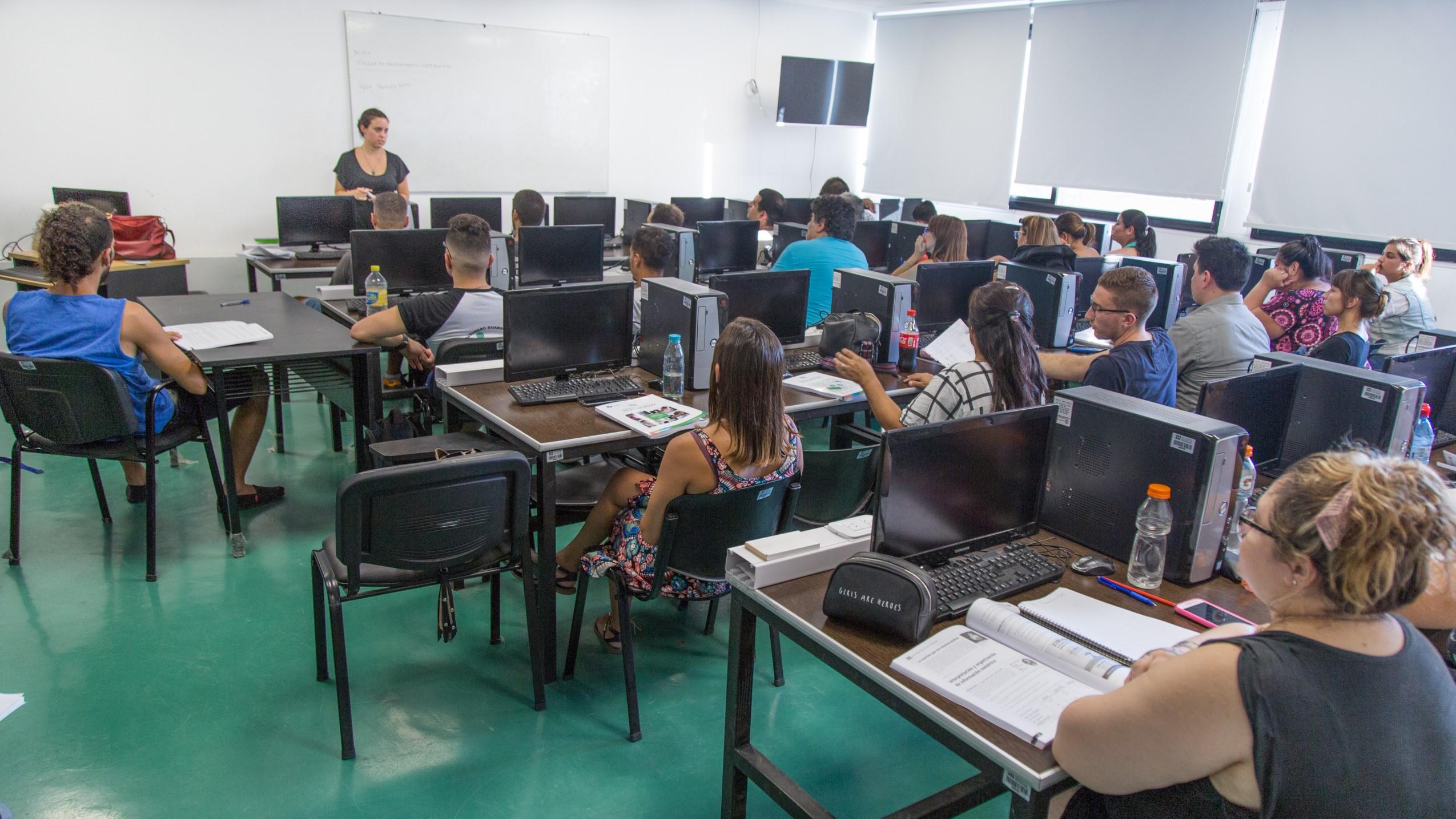 Herramientas computacionales para reformular las clases de Matemática*